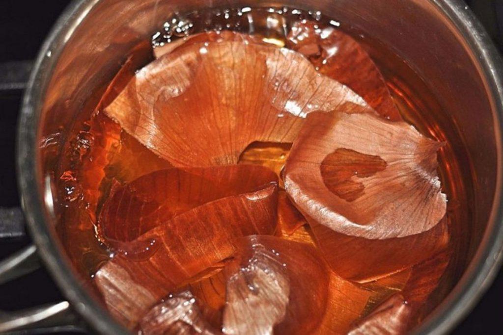 10 способов борьбы с земляничным клещом на клубнике - настойка из луковой шелухи
