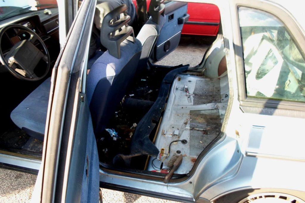 Что делать, если в машине завелись тараканы – как вывести и избавиться от них навсегда. вред от насекомых